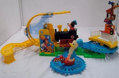 Antigo brinquedo trenzinho vai-v