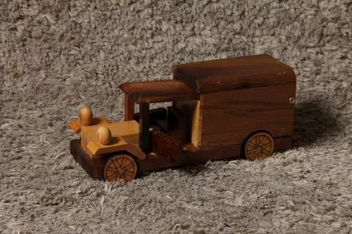 Brinquedo enfeite caminhão antigo