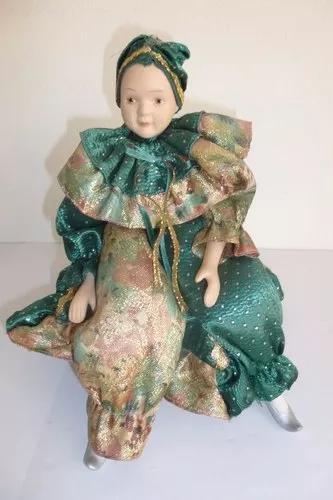 Caixa de música antiga com boneca bailarina. anos 1970.