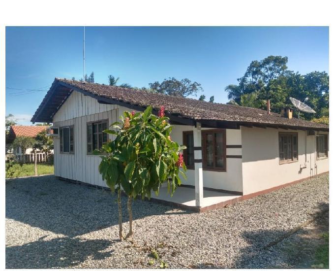 Chácara com 2500m² c casa de 3 quartos, pomar e área