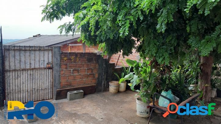 Casa a venda, com 2 quartos sala, cozinha 1 wc social