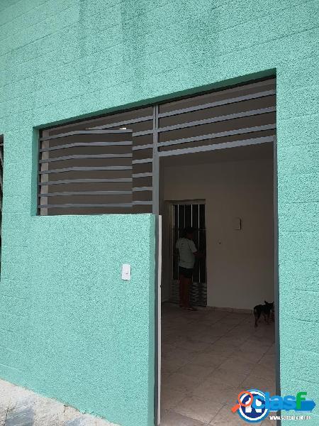 Casa térrea para locação com 02 dormitórios e vaga para moto