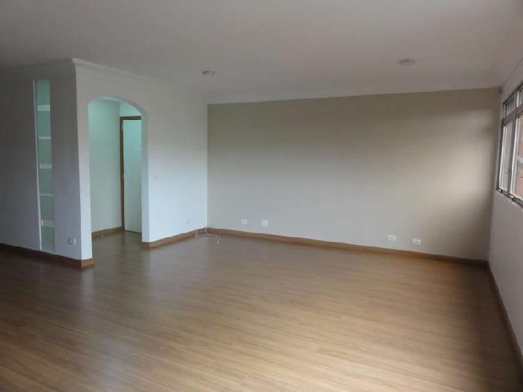 Apartamento pra locação, com 3 dormitórios, sendo 1