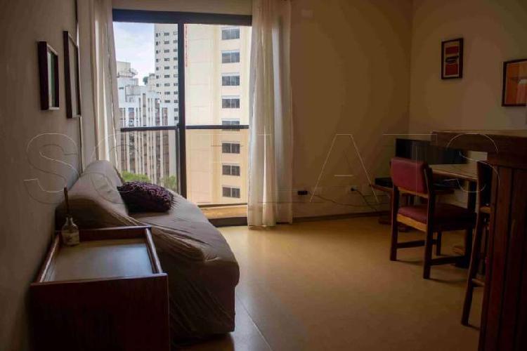 Flat estilo residence, muito bem localizado, a 2 quadras da