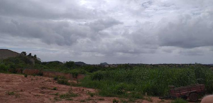 Terreno amplo com vista verde