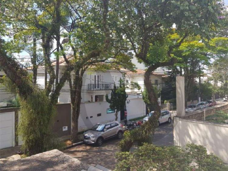 Casa à venda no Jardim Lusitânia, próximo ao Parque