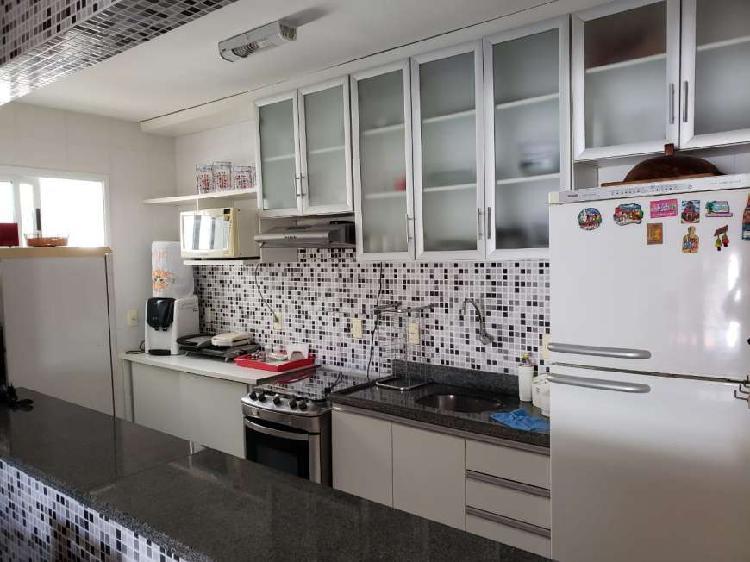 Linda casa com mobiliada com 2 quartos com suíte e varanda