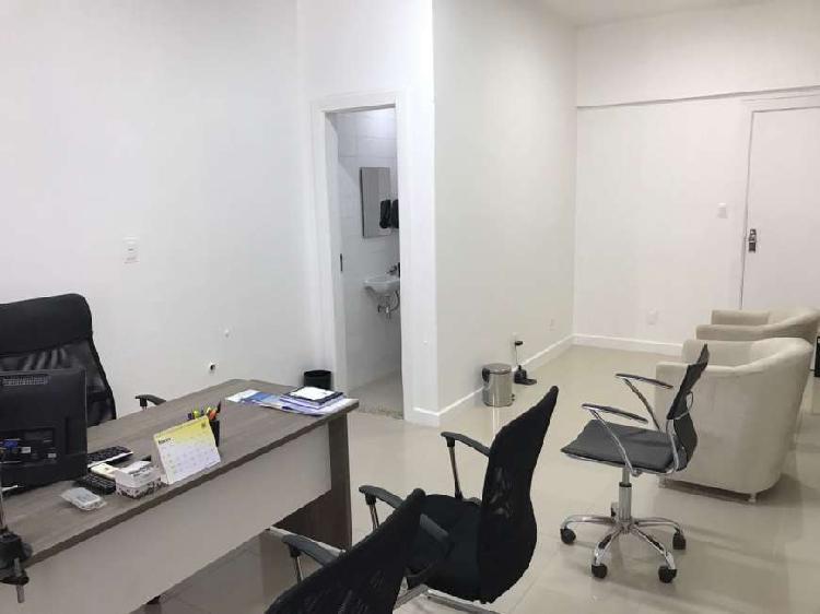 Sala/Conjunto para aluguel com 28 metros quadrados em Brotas