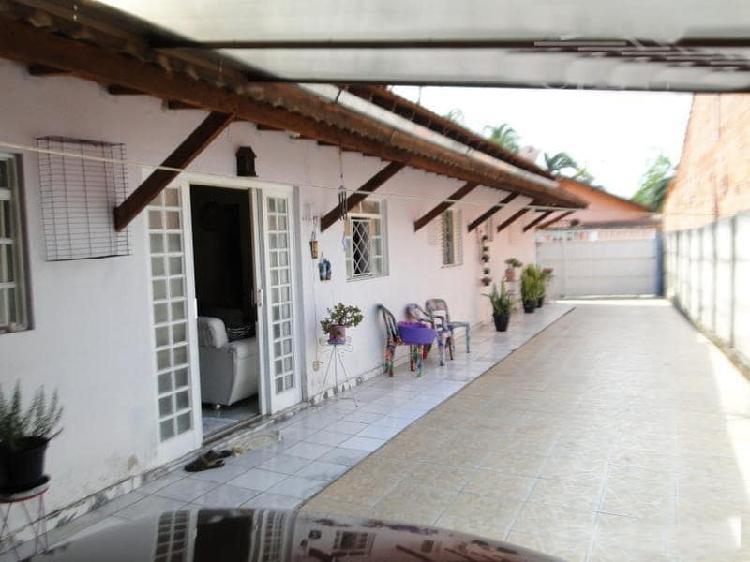 Vendo ótima casa no centro de biritiba mirim
