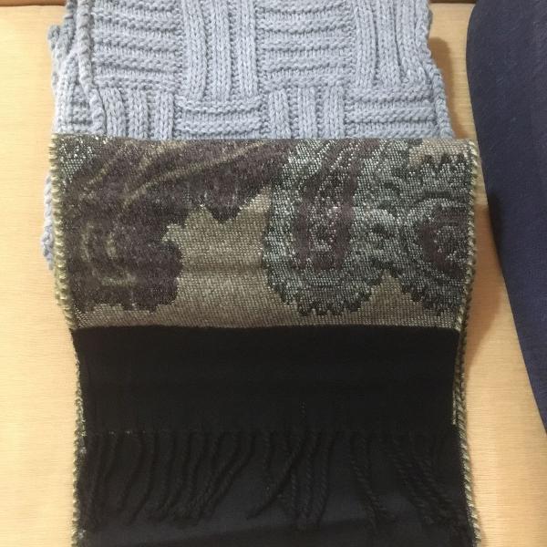 2 cachecóis de lã acrílica