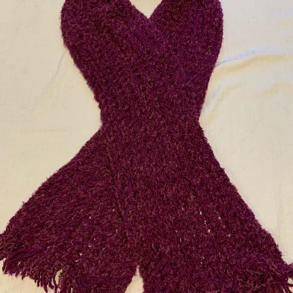 cachecol de lã roxo bordado a mão