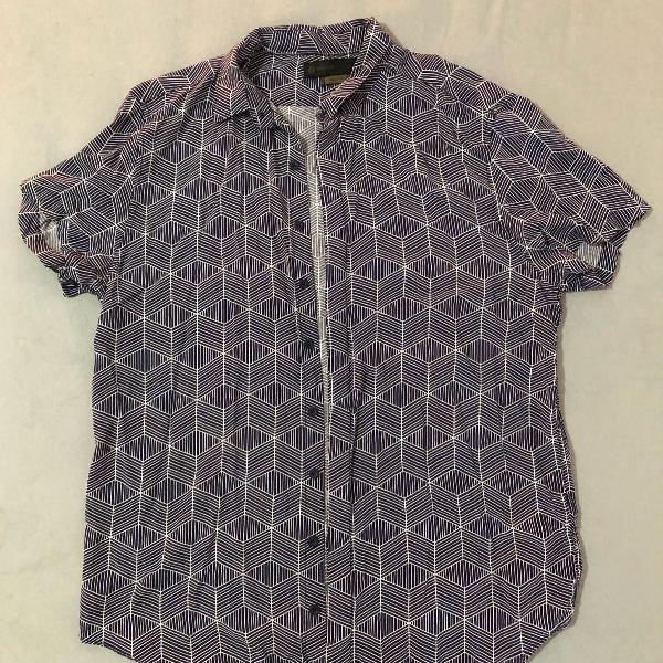 Camisa com estampa geométrica