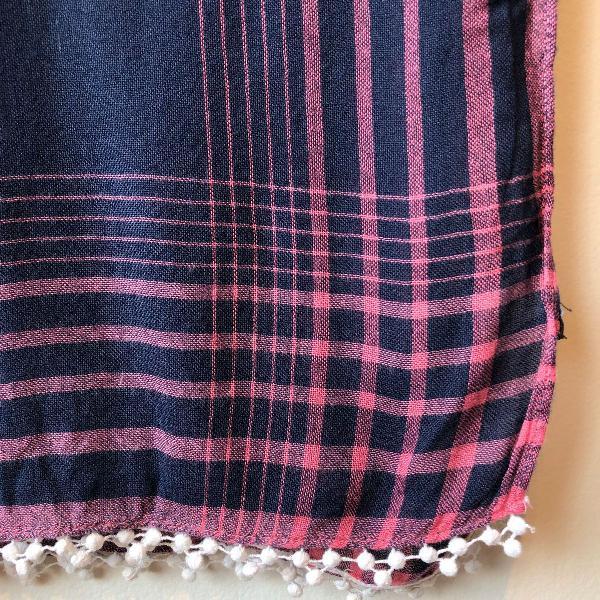 Echarpe azul marinho com rosa e pompom tommy hilfiger