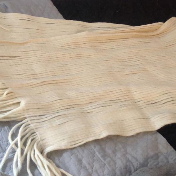 Lenço de lã cor creme