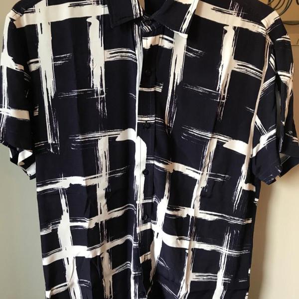 Camisa de viscose com estampa exclusiva