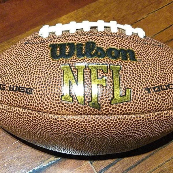 Bola de futebol americano wilson nfl super grip cover