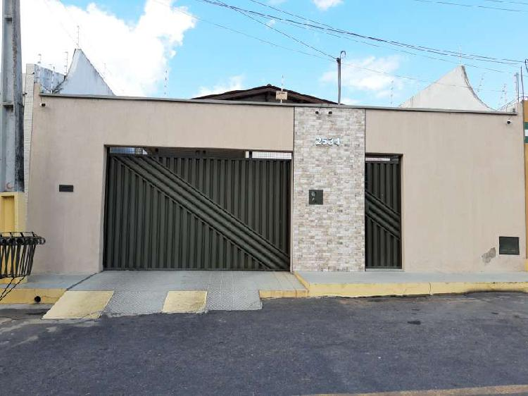Casa para venda com 190 metros quadrados com 3 quartos