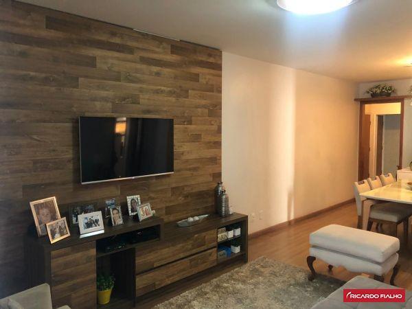 Amplo apartamento 3 quartos, montado na 2ª quadra do mar da
