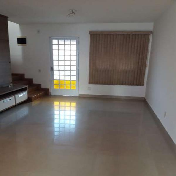 Casa de condomínio para venda tem 67 metros quadrados com 2