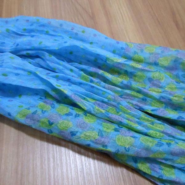 Lenço feminino azul e verde floral com poá - novo - nunca