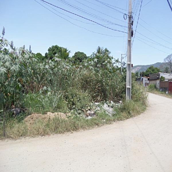 Terreno de esquina, unifamiliar, podendo ser residencial ou