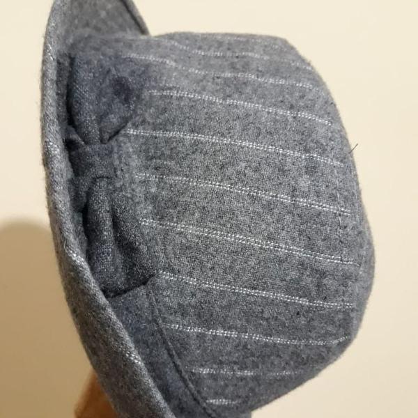 Chapéu cinza com laço