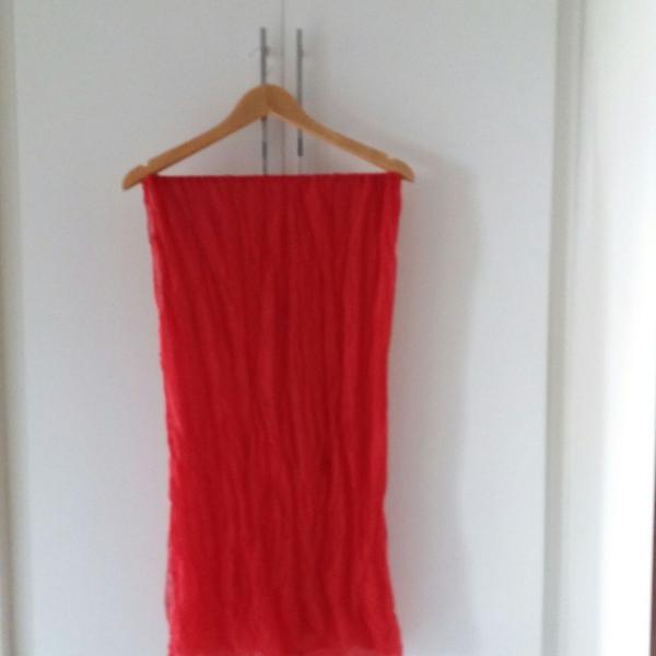 Lenço vermelho feminino