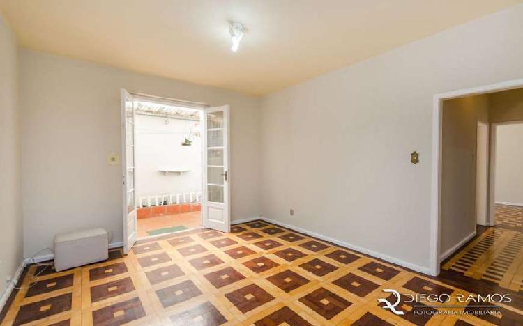 Apartamento à venda de 79m² com 2 dormitórios e pátio no