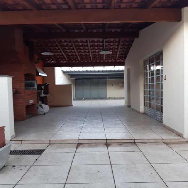 Casa térrea 3 dormitórios 202 m² construção no bairro