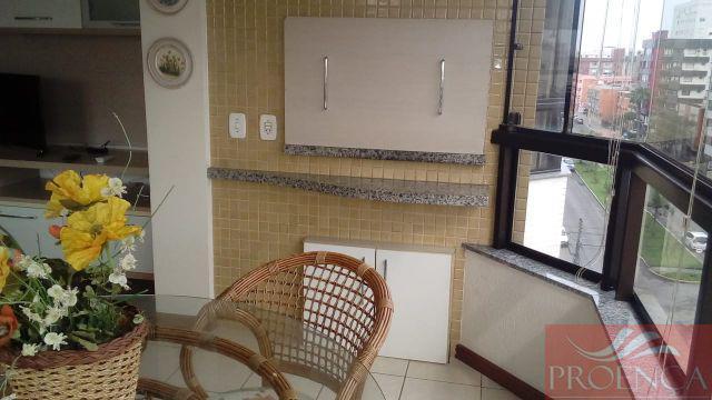 Apartamento 02 dormitórios de frente com garagem.
