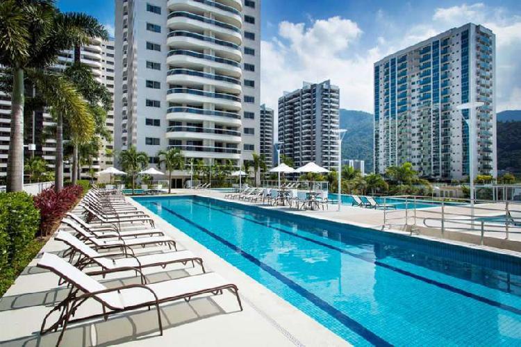 Apartamento de 2 quartos com suíte próximo ao Rio Centro -