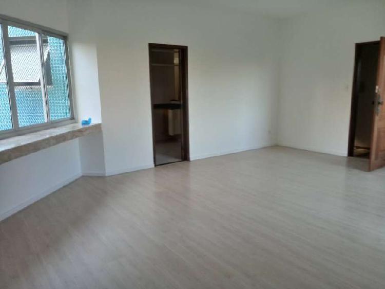 Apartamento de 220 metros quadrados no bairro Itaigara com 3