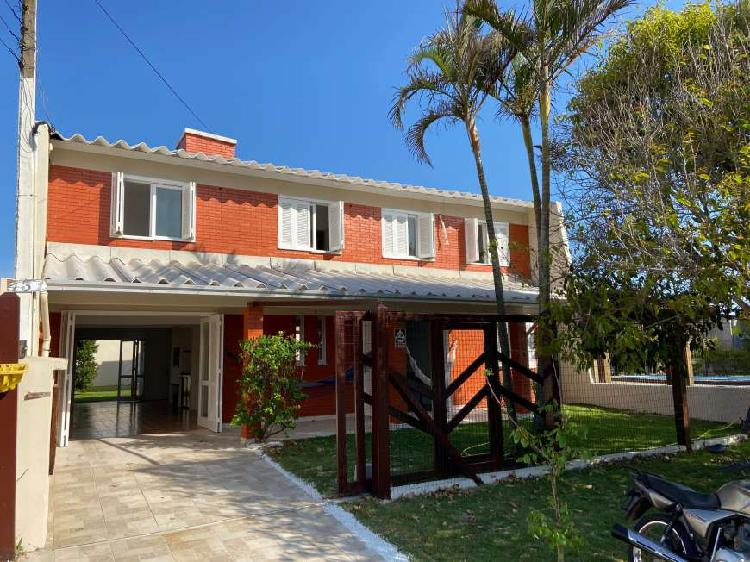 Casa 6 dorm + lavanderia a 3 quadras da praia em zona nova -