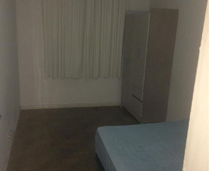 Alugo quarto em excelente localização