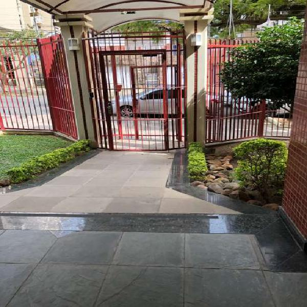 Apartamento c/ 2 garagens, próximo ao bairro higienópolis