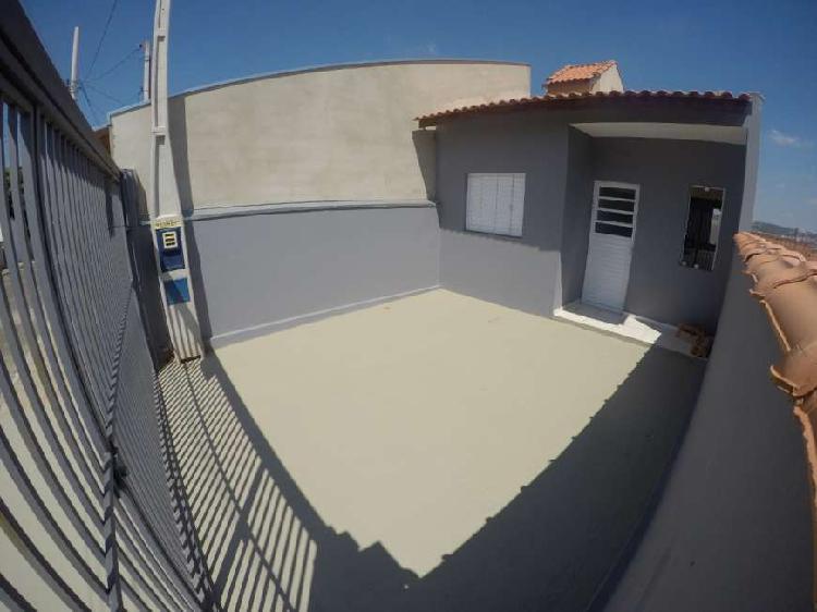 Casa para venda tem 55 metros quadrados com 2 quartos em