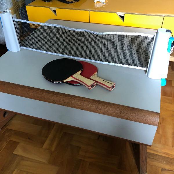 Rede e raquetes de ping pong