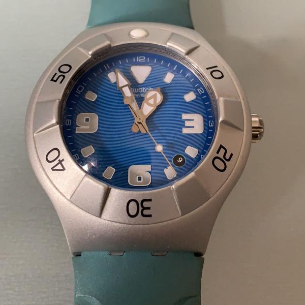 Relógio swatch pulseira e visor azuis