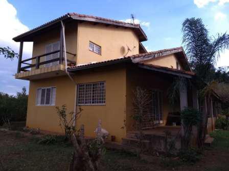 Chácara com casa de 240 m2 de área construida, na fazenda
