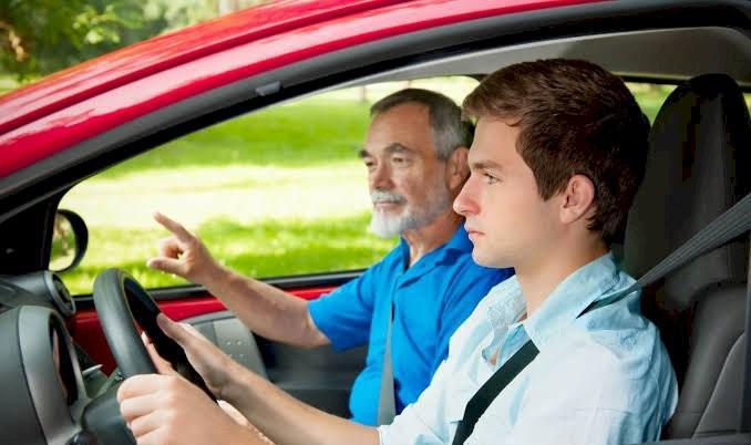 Contrata-se motorista categoria b com experiência mínima