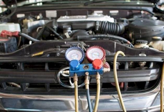 Serviço de manutenção de ar condicionado automotivo a