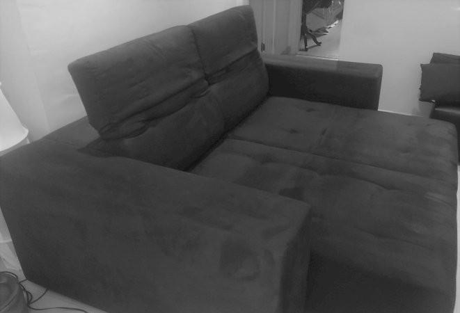 Sofá 3 lugares semi novo confortável