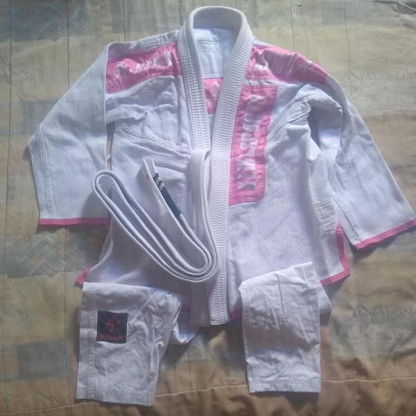 Kimono jiu jitsu feminino