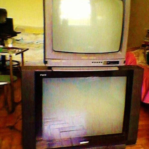"""Televisor / tv / televisão duas 22"""" e 32"""""""