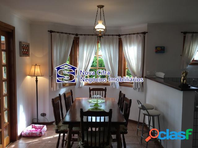 Linda Casa Mobiliada com 3 Suítes em Campos do Jordão - 800m² 1