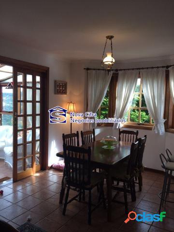 Linda Casa Mobiliada com 3 Suítes em Campos do Jordão - 800m² 2