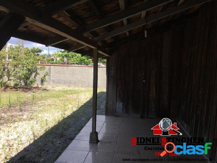 Casa simples de madeira com 03 dormitórios, em Bal. Barra do Sul - SC. 1