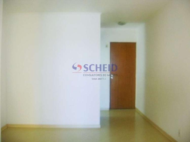 Apartamento com 50 m² com 2 dormitórios, garagem.