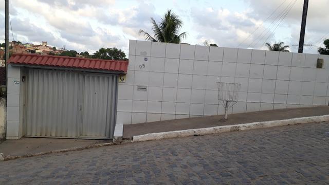 Vende se uma casa no terminal novo do timbi.