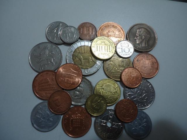 24 moedas antigas estrangeiras diversos países para